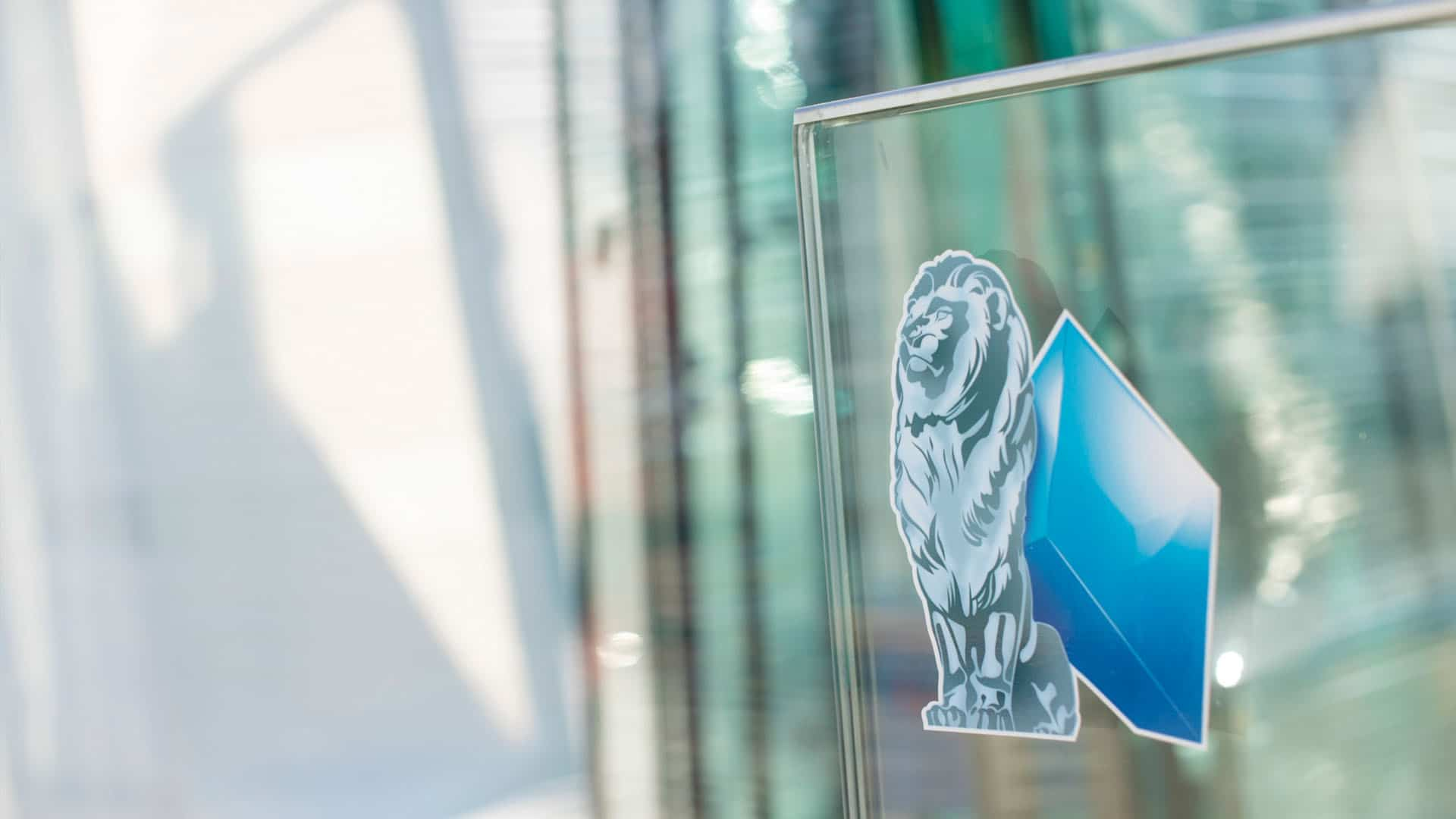 Fenster kaputt wer zahlt den Glasschaden Glasversicherung Glaserei München Landshut Bayernglas Kopie