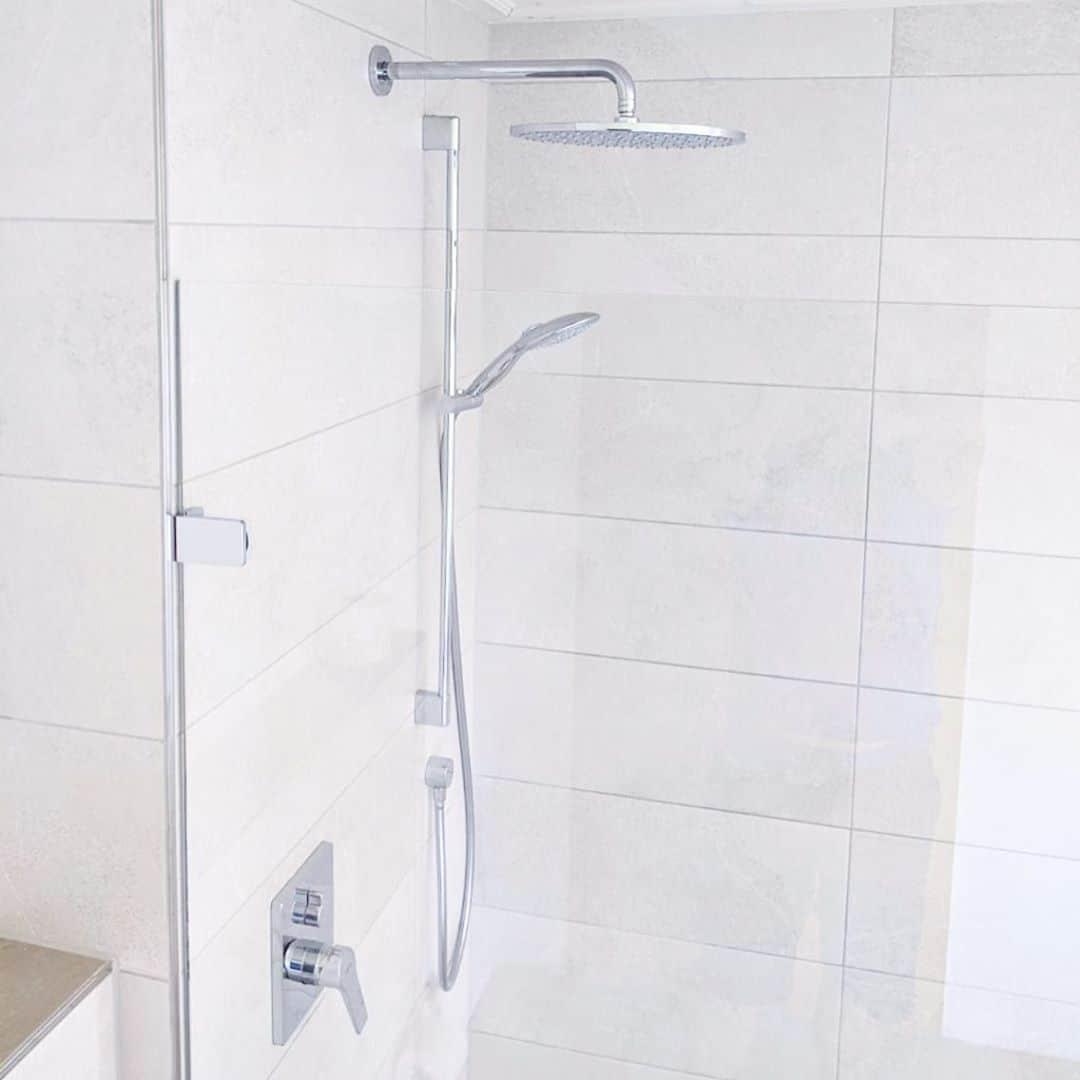 Wir machen Glasduschen ! Bayernglas-Duschsysteme. flächenbündig transparent lang