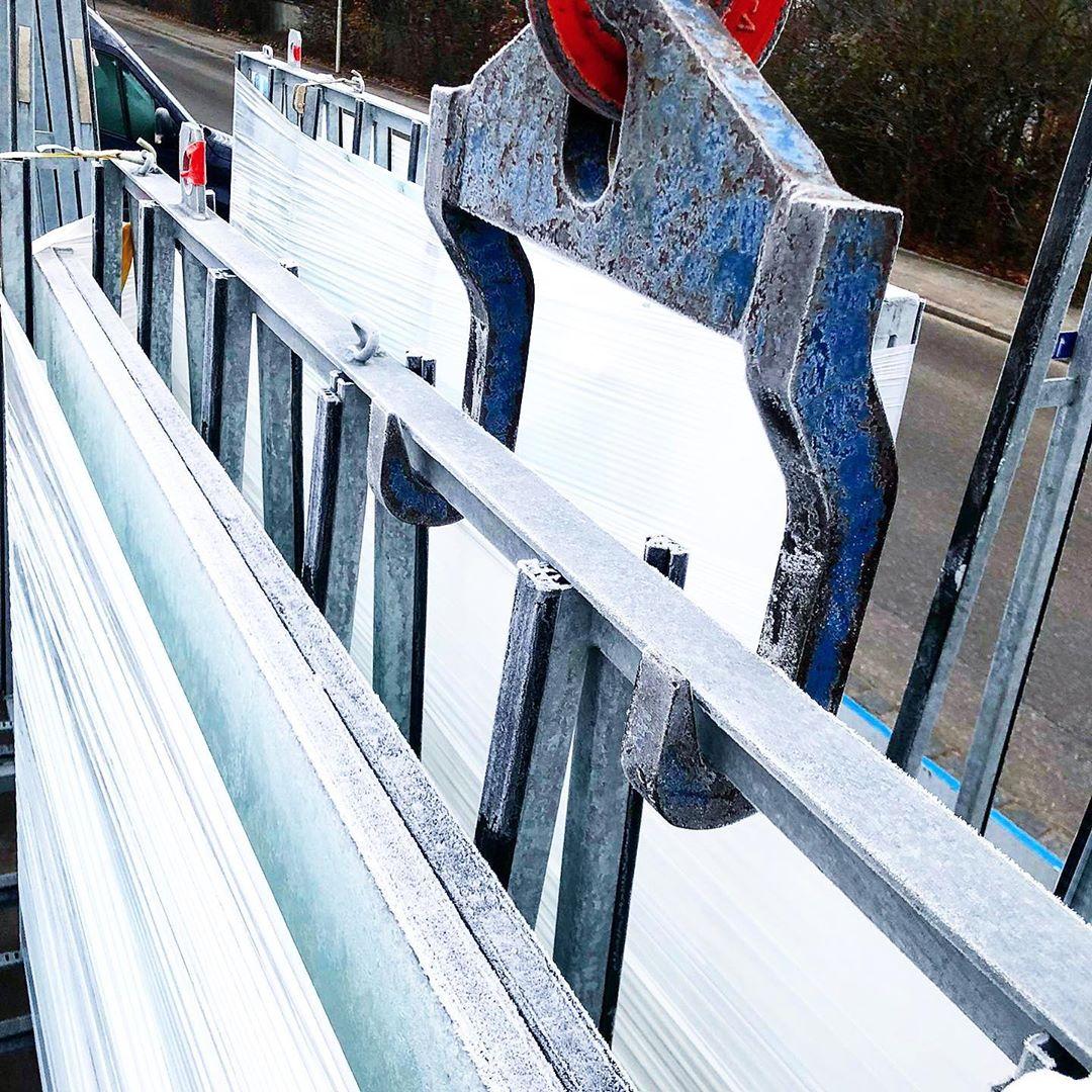 Heute ist uns sogar schon unser Glas auf dem LKW eingefroren Soviel noch zum The