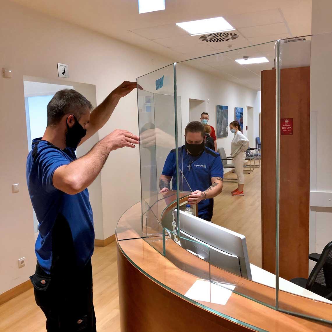 Einbau Pandemie Corona Schutzwände Klinik in München